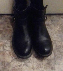 Kratke crne cizme