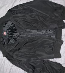 Crna jakna