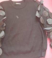 Crna bluza sa providnim puf rukavima