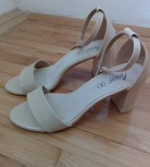 🎀NOVE Metro sandale na štiklu 39🎀