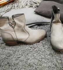 Nove cizme 40