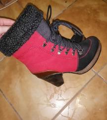 Crveno-crne čizmice