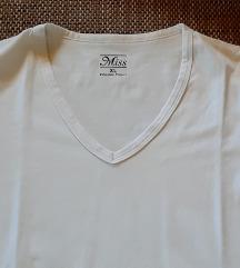 bela sportska majica
