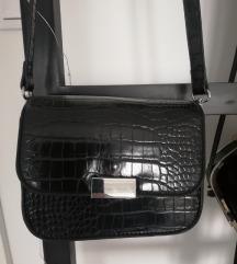 Lakovana torbica 02