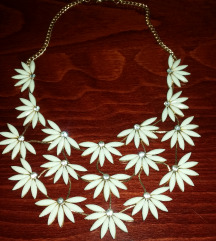 *bela ogrlica*