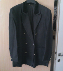 Crni sako sa plisanom kragnom