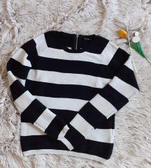 Crno beli džemper
