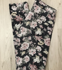 Terranova pantalone sa cvetnim printom