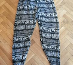 Crno-bele letnje pantalone kao nove