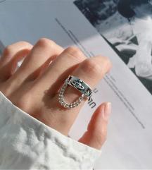 Prsten sa lančićem