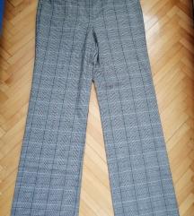 Pantalone nove sa etiketom 40