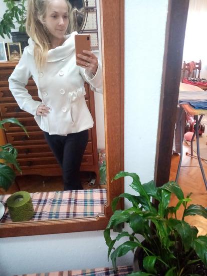 Kratki beli kaput