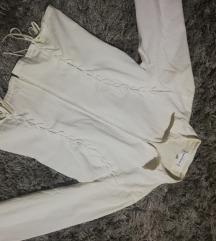 Bela košulja sa pertlama