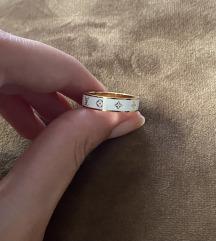 Luj viton beli prsten