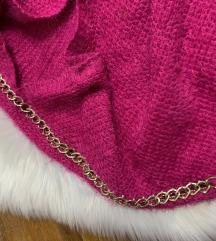 Pink cupavi dzemperic sa zlatnim lancem