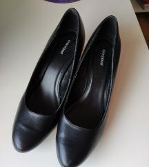 Graceland crne cipele na nizu stiklu