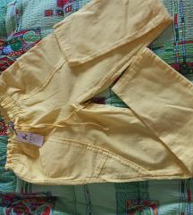 Nove pantalone sa etiketom na gumu 148