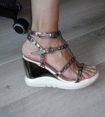 TOTALNO SNIZENJE Srebrne sandale platforma