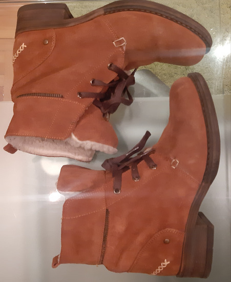 Čizme kožne postavljene  1900 SNIŽENO 1000 Din.