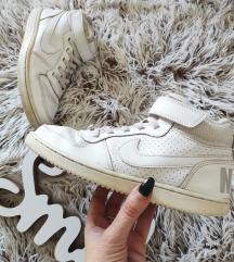 Kozne Original Nike patike br 34