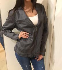 Nova jakna sa etiketom XL