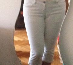 Bele tričetvrt pantalone