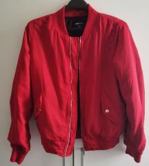 Crvena bomber jakna