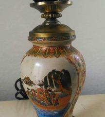 Starinska lampa sa rucno oslikanim postoljem