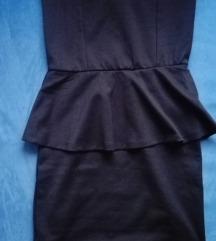 Mala crna haljina bez bretela