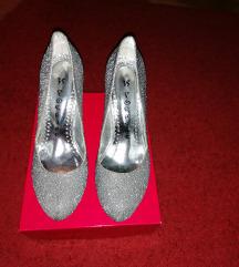 Sedefaste srebrne cipele