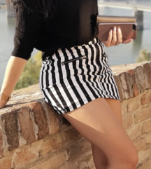 Mini suknja na pruge