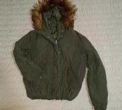 Maslinasto zelena zimska H&M jakna SNIZENA na 700