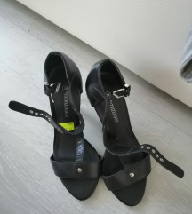 Kozne crne sandale