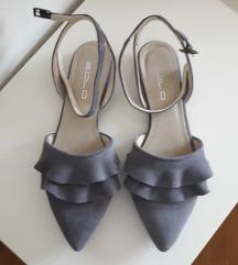 Nove SOLO sandalete