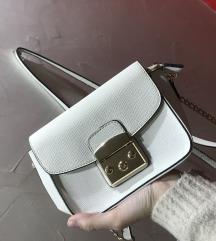 Mala bela torbica
