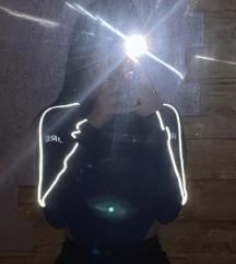 Crni bodi sa svetlecim detaljima