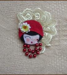 Broš: Lady in Red (ručni rad - unikat)