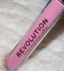 Nov Revolution mat tečni ruž