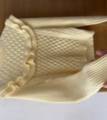 Zara zanimljiv pastelno žut džemperić-rolka