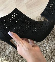 Preudobne crne sandale