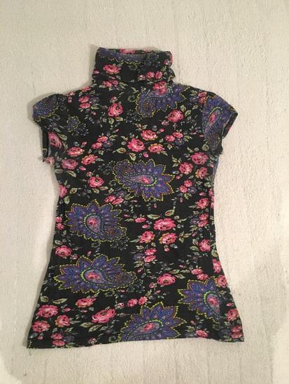 Šarena cvetna majica