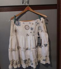 Bela suknja sa etiketom