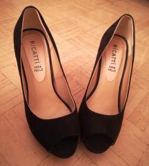 Crne plisane sandalete