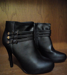 Crne cizme na stiklu