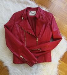 Tamno crvena jakna
