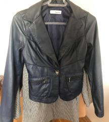 tamno plava kožna jakna