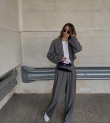 Sivi komplet- pantalone / sako