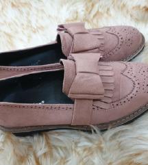nove cipele br 39