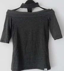 Tamno siva majica sa čokerom