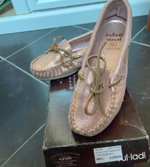 Avangardia cipele nove